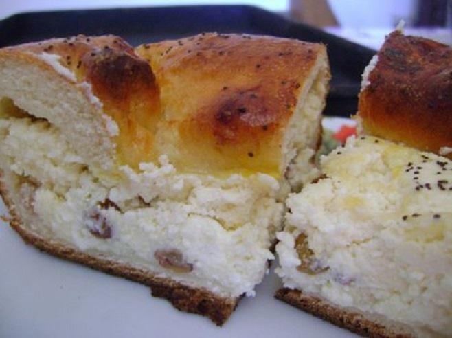Romanian_Easter_Bread_-_Pasca_moldoveneasca_2.jpg