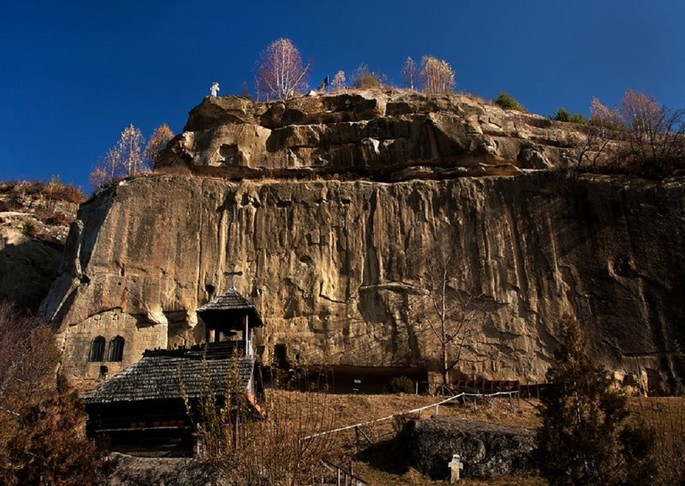 Mănăstirea Corbii de Piatră