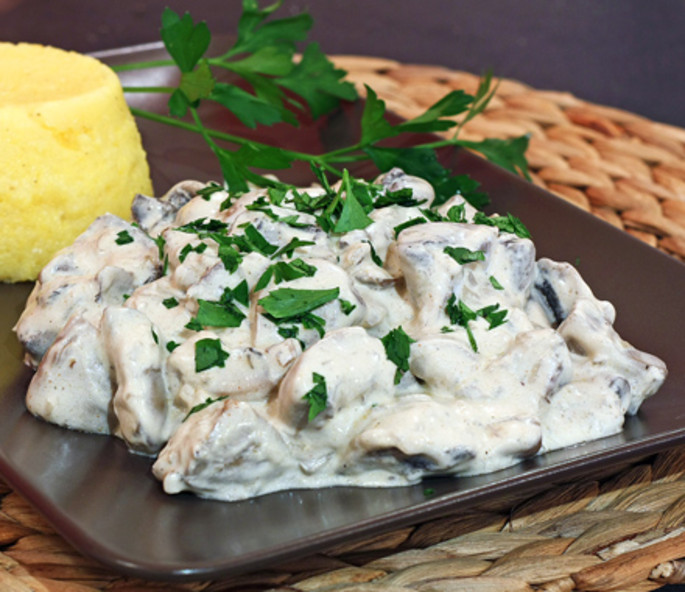 Moldovan chicken with mushrooms and sour cream