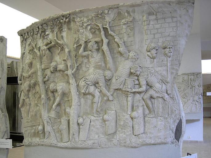 Columna lui Traian la Bucureşti- contruirea podului peste Dunăre